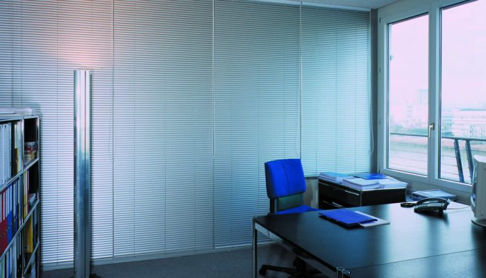 commercial-blinds-venetians-full-office-tablet