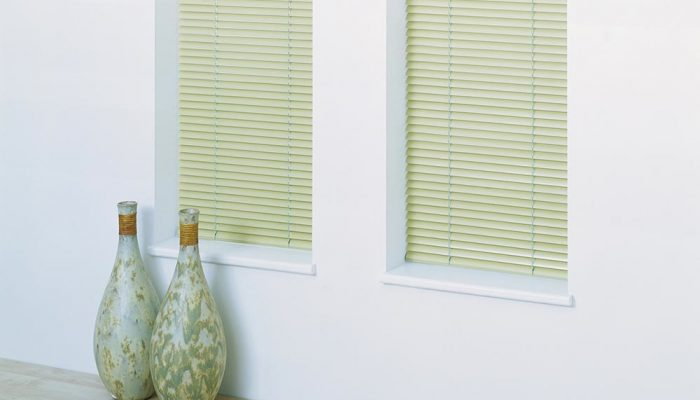 metal-venetian-blinds-green-tablet